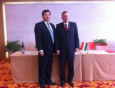 Berettyóújfalu市和中国满洲里市结成姐妹城市中对Muraközi István市长的采访