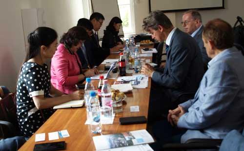 青岛市的代表团访问了匈牙利企业家和雇主协会