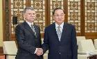 俞正声会见匈牙利国会主席克韦尔