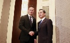 王毅会见匈牙利外交与对外经济部部长