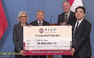 中国银行向中匈双语学校捐赠2000万福林